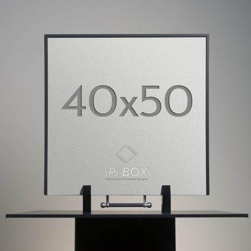 40x50 standing black